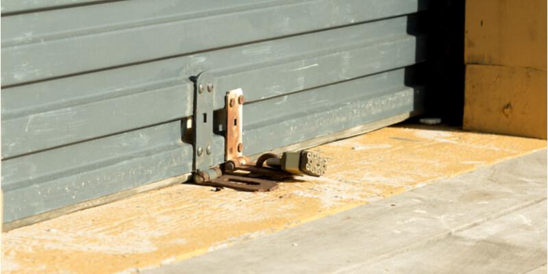 changing garage door lock - Mr. Garage Door Repairman